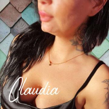 Schmollmund und Dekolletee mit schönen Brüsten von Claudia.