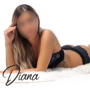 Diana in sexy schwarzer Unterwäsche.